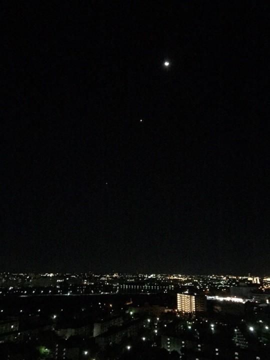 朝方、東の空に昇る月は・・・?